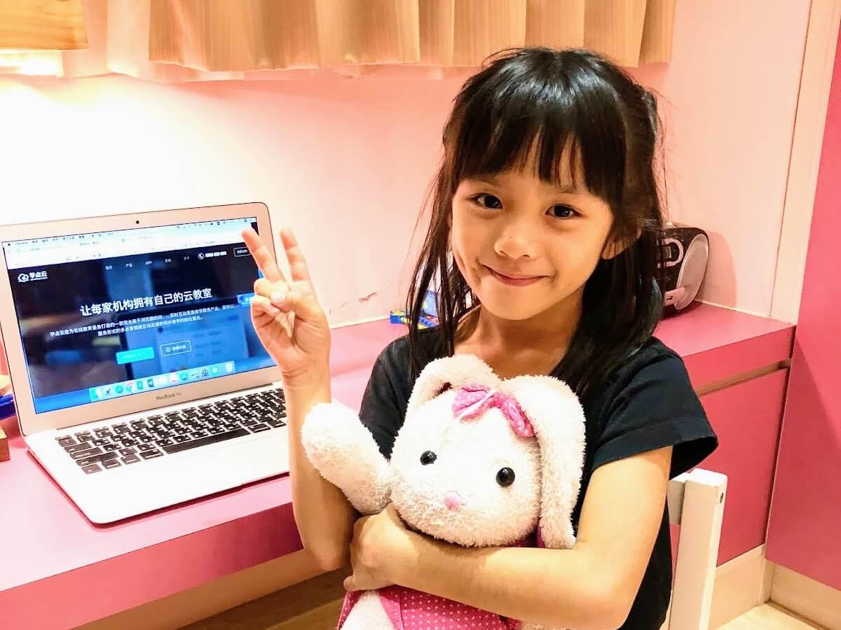 Mia 非常享受於 OiKID 兒童線上英文