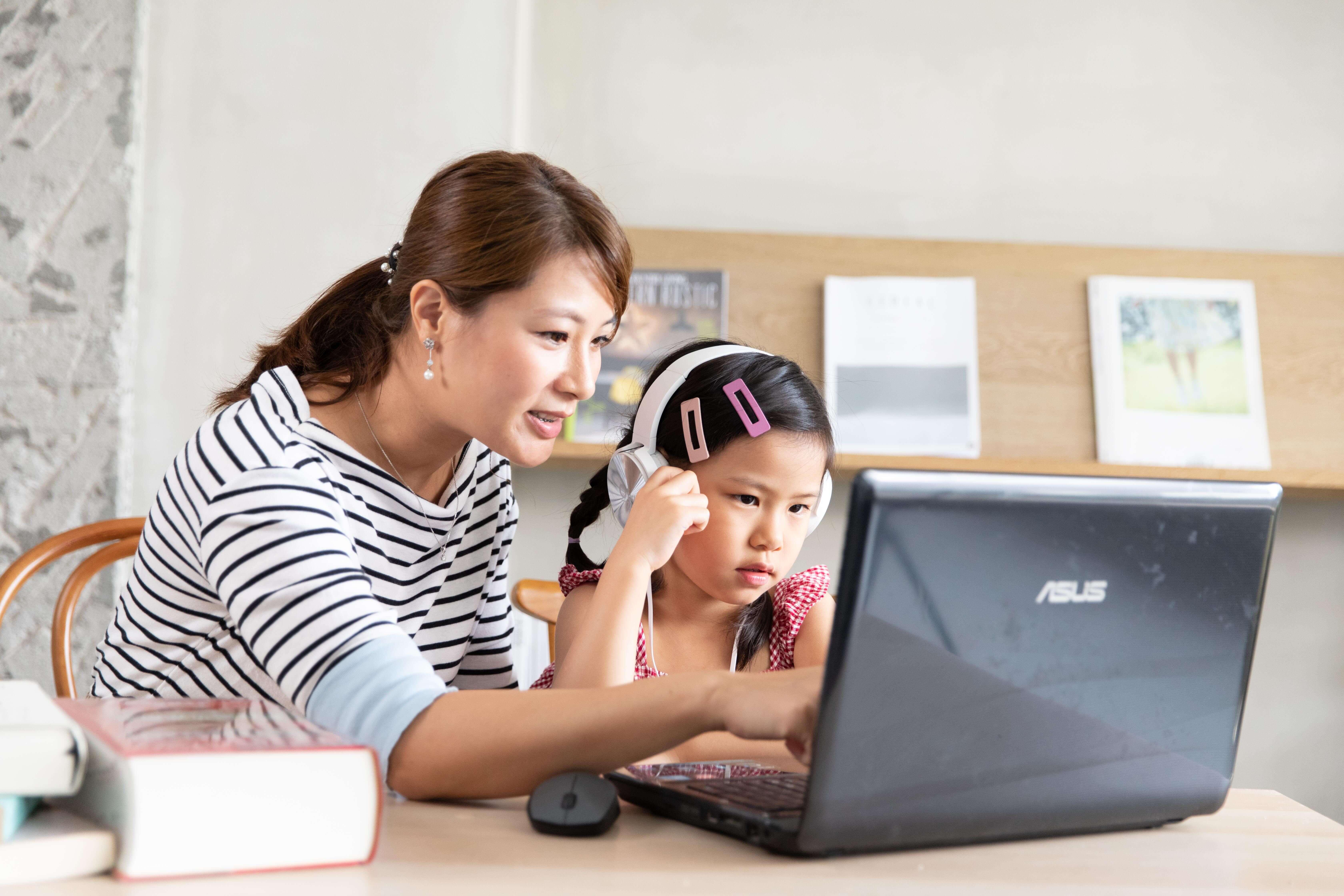 恩妮與媽咪開心在OiKID學英語